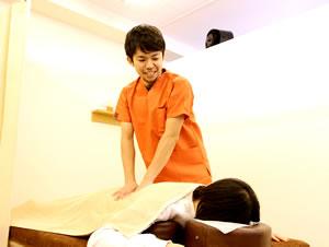 新潟市中央区つばさ整骨院・整体院の坐骨神経痛の施術写真