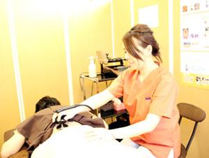新潟市中央区つばさ整骨院・整体院の不妊治療 施術風景