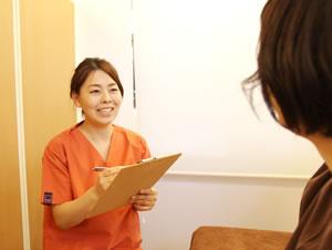 新潟市中央区つばさ整骨院・整体院の不妊鍼灸 問診風景